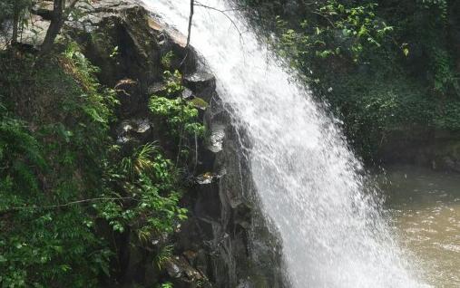 神龙潭瀑布