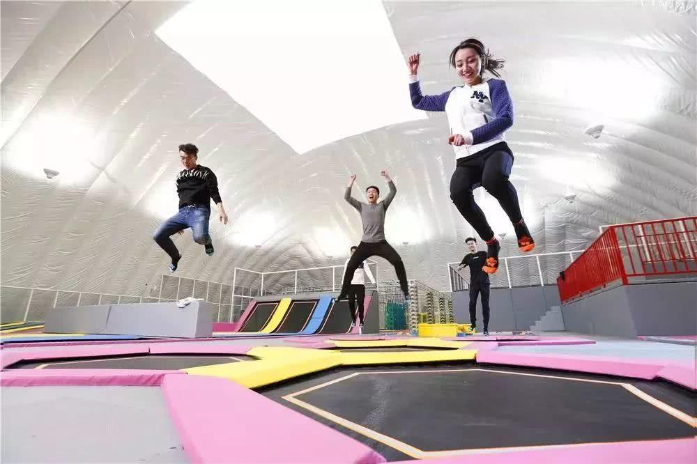 郑州弹跳时空体育蹦床馆