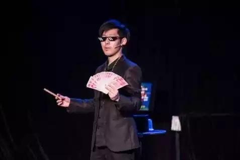成人体验式魔术秀《眼见为虚》 成都站