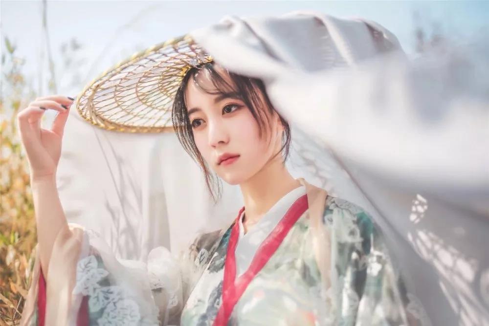 2019,�泶筇栖饺�@,披一身�A服,做最亮的�L景
