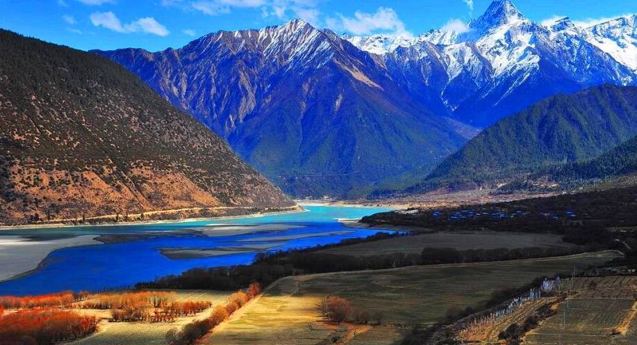 西藏林芝雅鲁藏布大峡谷