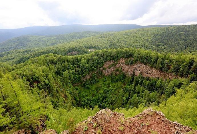 火山口地下森林