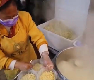 武汉商家1小时卖出数百碗热干面