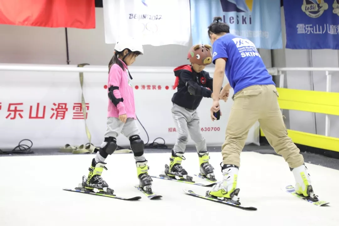 郑州雪乐山嘢孩子亲子滑雪