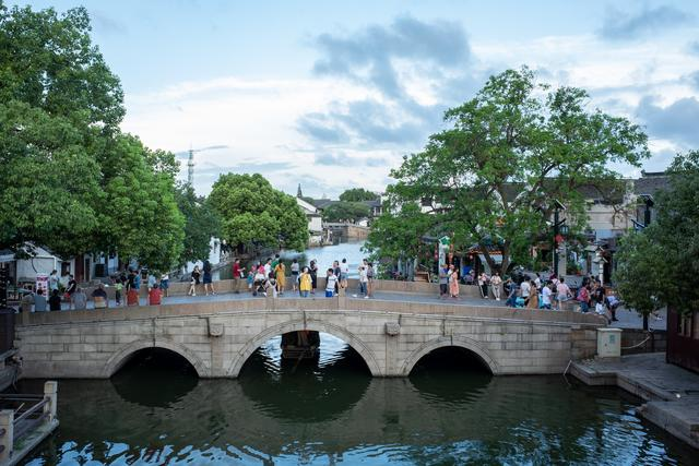 """苏州同里古镇,唯一的省级文物保护镇,被誉为""""东方威尼斯"""""""