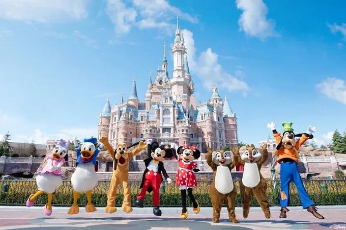 上海迪士尼乐园限流重开 游客反馈好评