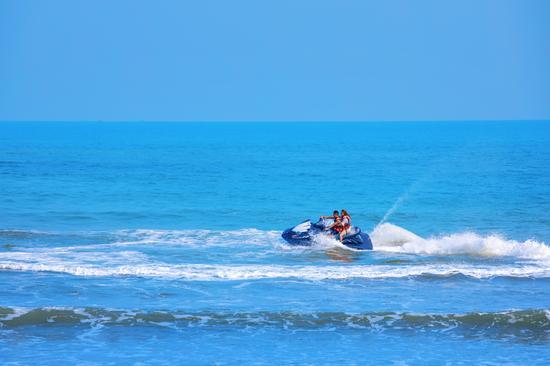 鼎龙湾·沙滩俱乐部摩托艇项目