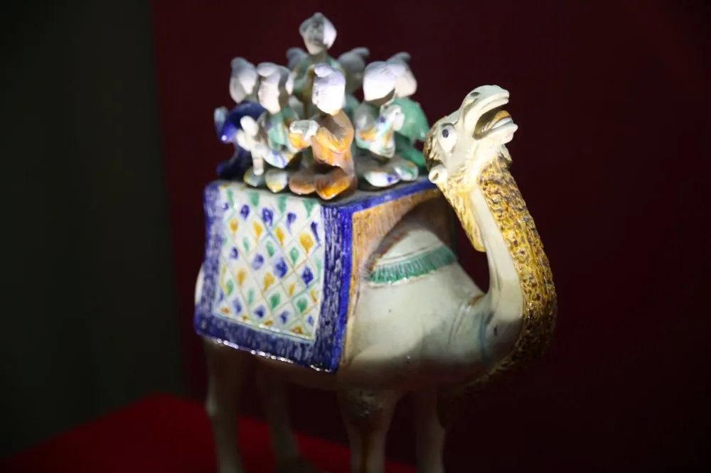 唐三彩骆驼载乐俑_2020西安大唐芙蓉园门票和开放时间信息_蜻蜓周边游
